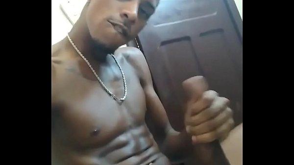 jogador de futebol mostrando o pau