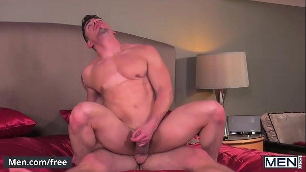 Amigo fortao dando seu cu apertado para seu parceiro