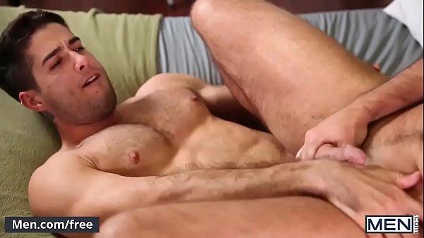 Branquinho da bunda grande fodendo com seu namorado em um belo porno amador