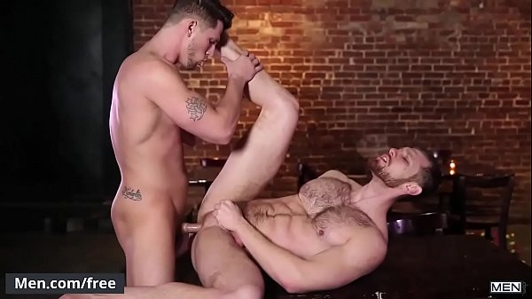 Novinho safado comendo o cu de seu parceiro dotado em um belo porno amador