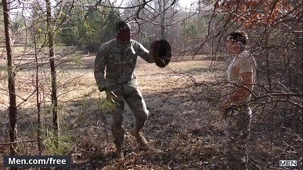 Novinho safado dando para seu colega do exercito escondido