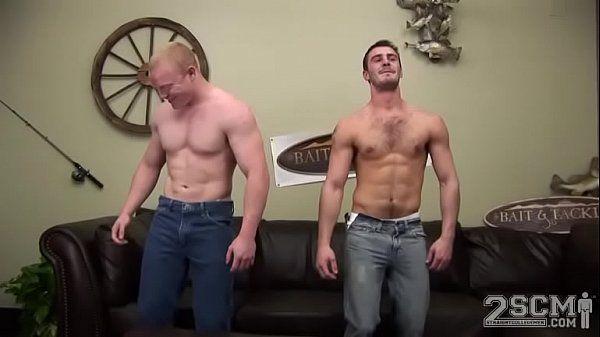 Fortão comendo o cu de seu parceiro em um belo porno amador