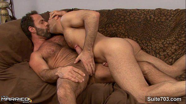 Marido fodendo com seu parceiro em um belo porno amador