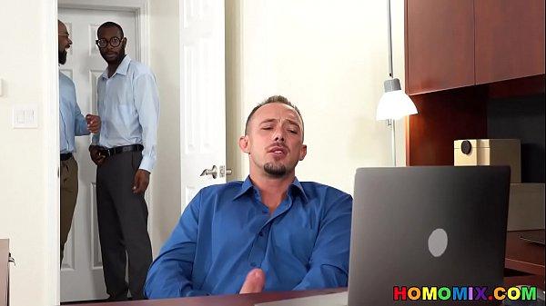 Negão dotado comendo o cu de de seu colega de trabalho acabou no xvideos