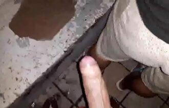 Fazendo sexo amador com gay gostoso na casa abandonada